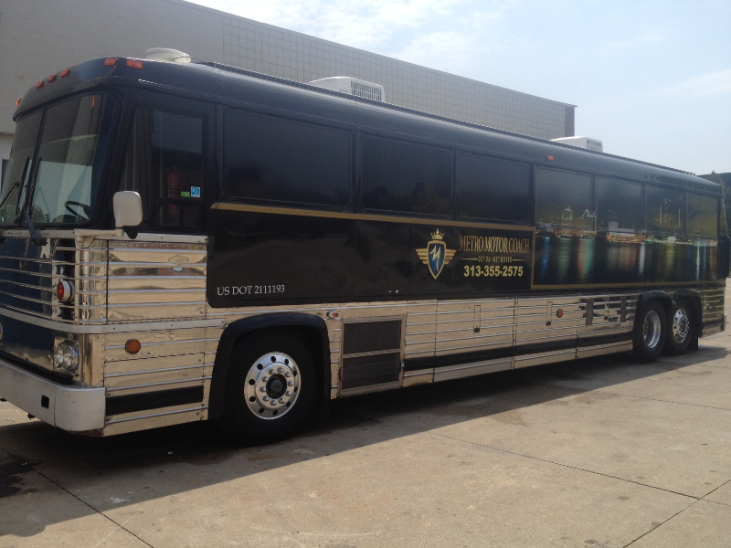 The Entertainer Coach Exterior