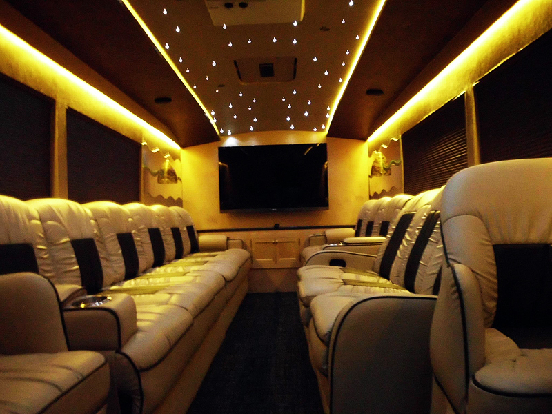 https://www.metromotorcoach.com/wp-content/gallery/the-executive-coach_1/executive-coach.jpg