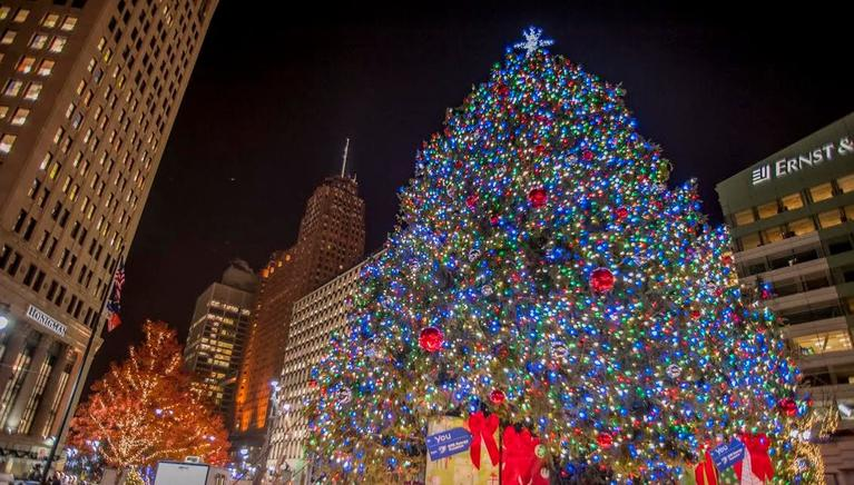Home for the Holidays – A Look At Must See Christmas Attractions in Metro Detroit | Metro Motor Coach